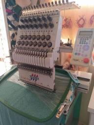 Máquina de bordado tajima