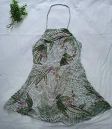 Vestido curto colorido verde, tamanho P. costas decotada
