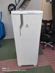 Geladeira Electrolux semi nova (ENTREGO)