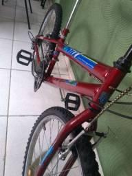 Bicicleta aro 24 18 velocidades semi nova.