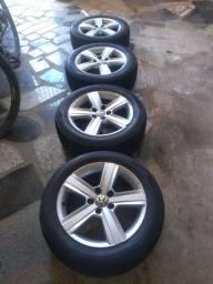 Jogo de rodas aro 16,5x112 com  pneus top.