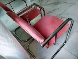 Cadeiras / Poltronas Decorativas em Tecido Acolchoadas com pés Tubo Cromado