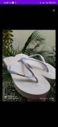 Título do anúncio: Vendo sandália Santa Lola original apenas 20 reais número 37