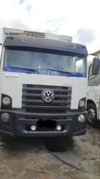 Caminhão baú frigorífico Volkswagen 13 180 no toco