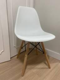 Título do anúncio: Conjunto 3 cadeiras Eames Eiffel com pés de madeira - Branco