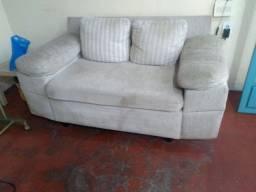 Sofá de dois lugares usado