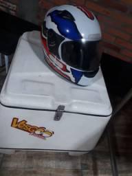 Bau e capacete