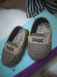 Sapatos de menino.