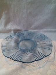 Título do anúncio: Prato em vidro prensado azul
