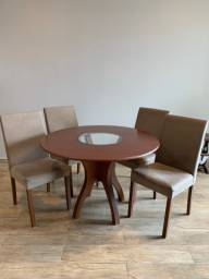 Mesa de jantar redonda com 4 cadeiras