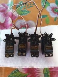 4 servos futaba e hitech com pouco uso.