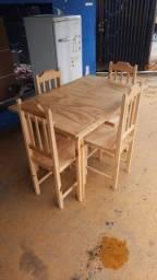 Vende-se Mesa c/ 4 cadeiras NOVA !!