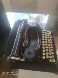 Máquina de escrever antiga (MERCEDES)