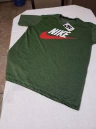 Camisa básica da Nike P e M