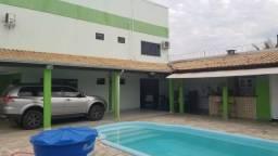 Casa com 5 Quartos à Venda, 500 m² por R$ 650.000