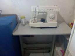 Vende uma máquina de costura completa