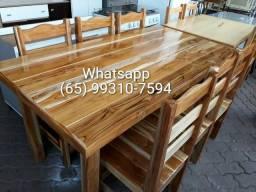 Mesa de madeira maciça com 6 cadeiras (nova)