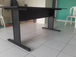 Mesa de reunião + gaveteiro (armário) em aço + tatame