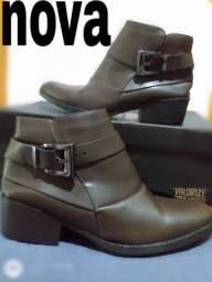 3 pares de botas