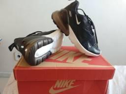 Nike modelo 270 sem uso/ Tamanho 35
