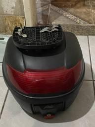 Vendo baú de pra moto 100 reais tel *