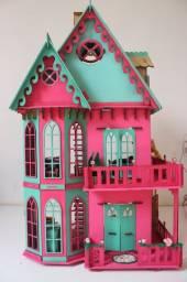 Casinha de boneca decorada e mobiliada