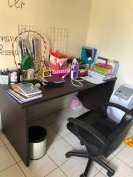 Escrivaninha grande