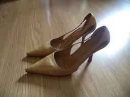 Sapato com salto Schutz marrom - tamanho 35 - Leia o anúncio todo