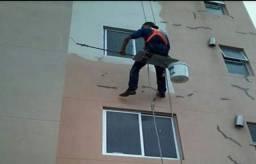 Ipatinga-MG procuro pintor com ferramentas e cadeirinha trabalhar em fachada de prédio