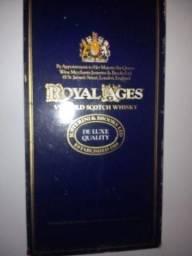 Título do anúncio: Whisky Royal Ages Antigo Venda e Retirada somente 15/09 Petrópolis