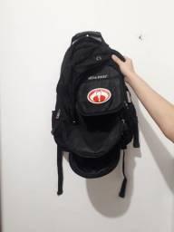 Mochila com 10 bolsos (compartimentos) de tonalidade cor Dark Black