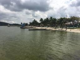 Um pedacinho do paraíso! Casa em condomínio com ampla estrutura, acesso direto a Praia
