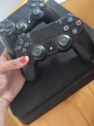 Playstation 4 com 1TB, 2 controles e 3 jogos