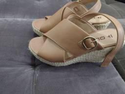 Título do anúncio: Queima de botas e sandálias tamanho 37