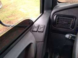 Caminhão Mercedez bens Accelo 815