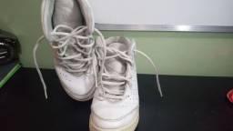 Tênis Basquete Branco tamanho 33/34