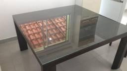 Mesa de vidro em madeira