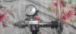 Regulador de pressão com fluxometro
