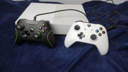 Xbox One S 1TB com dois controles - 1700,00 parcelo no cartão