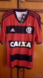 Camisa e shorts do Flamengo. Jogador !