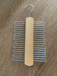 Cabide madeira para gravatas