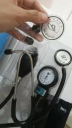 Estetoscópio e esfignomanômetro