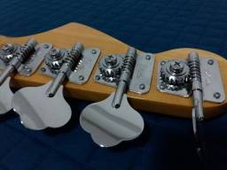 Baixo Jazz Bass com ponte gotoh, trastes Schaller, captação made in USA