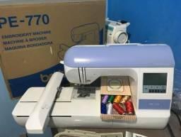 Máquina de bordar PE-770 Brother, na caixa completa + insumos