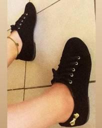 Sapatos lindos e bem conservados uns nunca usados
