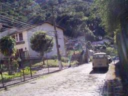 Casa Triplex em condomínio no bairro Retiro (Chácara das Rosas) Petrópolis RJ = R$ 420 mil