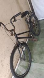 Vendo minha bike.precisa de reparos e pintura..otima bike.