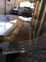 Mesa de vidro temperado (falta a 2 mãos de força)