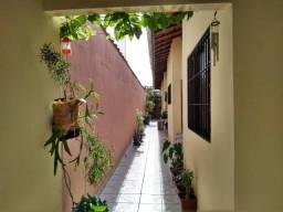 Casa de 03 dormitórios na Vila Caiçara em Praia Grande