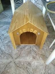 Vendo uma casinha de cachorro nova em madeira envernizada
